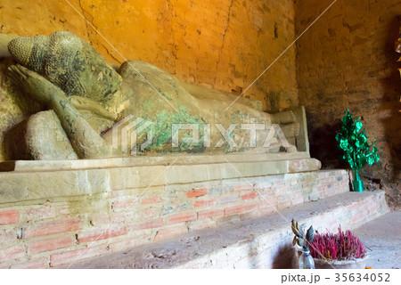 涅槃像 世界遺産アンコール遺跡群 Baksei Chamkkrong カンボジア・シェムリアップ 35634052