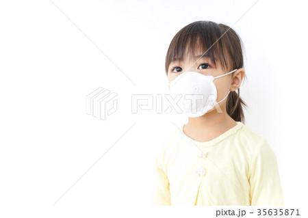 マスクをする子ども 35635871