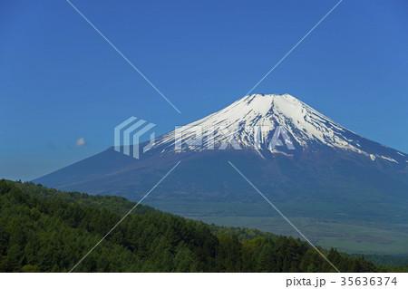 残雪の富士山 35636374