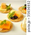 バラエティチーズのカナッペ (縦位置アップ) 35636932