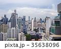 都会の景色ビル郡、青空、タイ、バンコク、アソークエリア 35638096