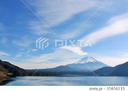 冬の青空と富士山 35656235