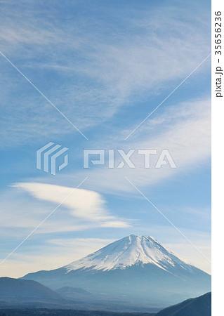 冬の青空と富士山 35656236