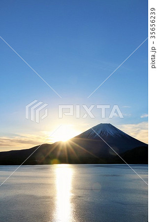 迎春 富士山と新年の光 35656239