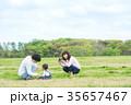 公園 遊ぶ 家族の写真 35657467