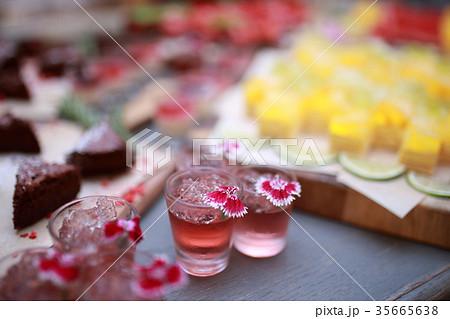 デザート (立食パーティー レストラン プレート 食べ物 飲食店 ゼリー ケーキ スイーツ) 35665638