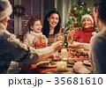 クリスマス ファミリー 家庭の写真 35681610