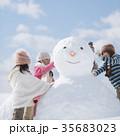 雪だるま作る小学生 35683023