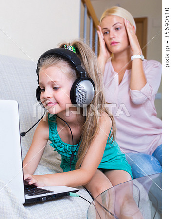daughter using laptop instead of studying 35690610
