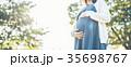 妊婦 マタニティ 散歩の写真 35698767