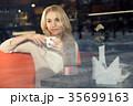 女性 メス カフェの写真 35699163