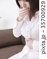 ノロウイルス・ウイルス性胃腸炎・食中毒イメージ 腹痛 吐き気 ボディパーツ パーツカット 顔なし 35700929