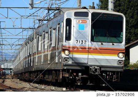 西武線を走る東京メトロ7000系 35702906