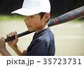 少年野球 バッティングの練習をする男の子 ポートレート 35723731