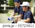 少年野球 練習 監督と男の子 35723811