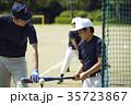少年野球 バッティングの練習をする男の子 35723867