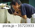 少年野球 休憩 水道 顔を洗う男の子 35723933