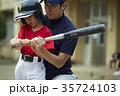 少年野球 バッティングの練習をする男の子 35724103
