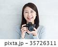 女性 カメラ デジカメの写真 35726311