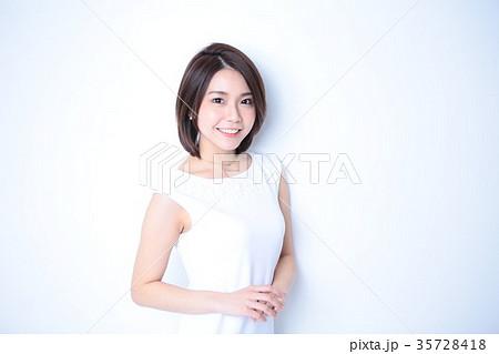 清楚な笑顔の女の子 35728418