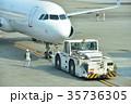 出発する旅客機 35736305