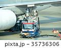 旅客機の給油作業 35736306