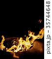 横に広がって燃える火(縦構図) 35744648