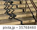 階段と手摺の影 35768460