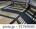 八角形の公園のベンチ 35769085
