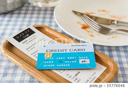 会計 レストラン お勘定 支払い 飲食店 家計 外食 レシート 食事 35776046