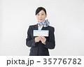 航空券を持つCA キャビンアテンダント 35776782