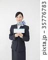 航空券を持つCA キャビンアテンダント 35776783