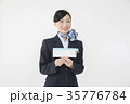 航空券を持つCA キャビンアテンダント 35776784
