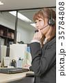 笑顔で電話をしている女性 35784808