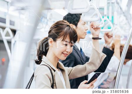 ビジネス 女性 電車 撮影協力・京王電鉄株式会社 35805636