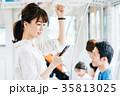 人物 女性 電車の写真 35813025