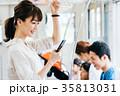 若い女性 電車 撮影協力・京王電鉄株式会 35813031