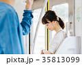 若い女性 電車 撮影協力・京王電鉄株式会 35813099