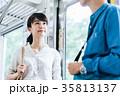 若い男女 電車 撮影協力・京王電鉄株式会 35813137