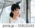 若い女性 電車 撮影協力・京王電鉄株式会 35813143