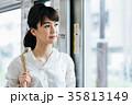 若い女性 電車 撮影協力・京王電鉄株式会 35813149