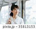 若い女性 電車 撮影協力・京王電鉄株式会 35813153