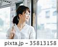 若い女性 電車 撮影協力・京王電鉄株式会 35813158