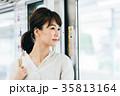 若い女性 電車 撮影協力・京王電鉄株式会 35813164