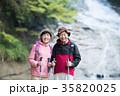 笑顔 シニア夫婦 登山の写真 35820025