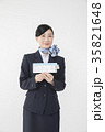 航空券を持つCA キャビンアテンダント 35821648