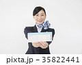 航空券を持つCA キャビンアテンダント 35822441