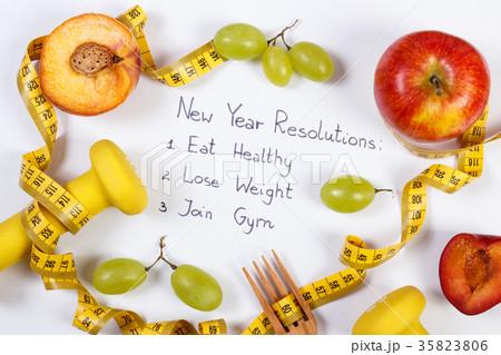 New year resolutions, fruits, dumbbellsの写真素材 [35823806] - PIXTA