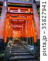 日本 鳥居 朱色の写真 35827941