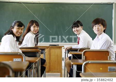 中学校 記念写真 卒業写真 集合写真 35862402